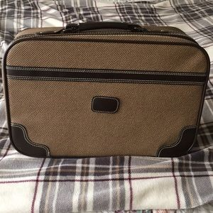 Vintage Luggage! 70s Carry On Sized Suitcase